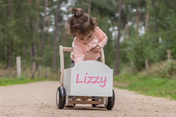 Lizzy met de optionele naamsticker.